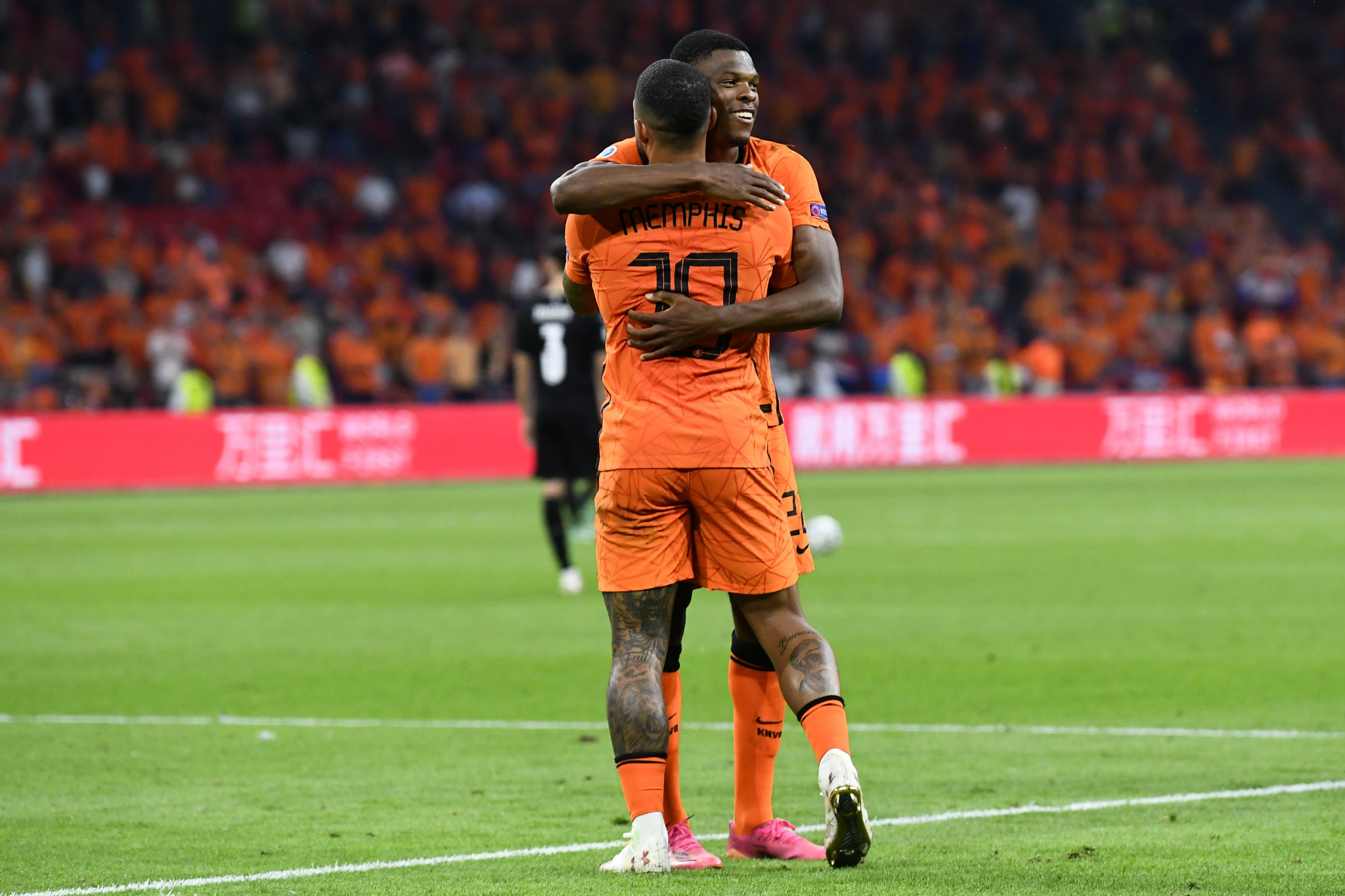 Denzel Dumfries and Memphis Depay scored as The Netherlands beat Austria ©Getty Images