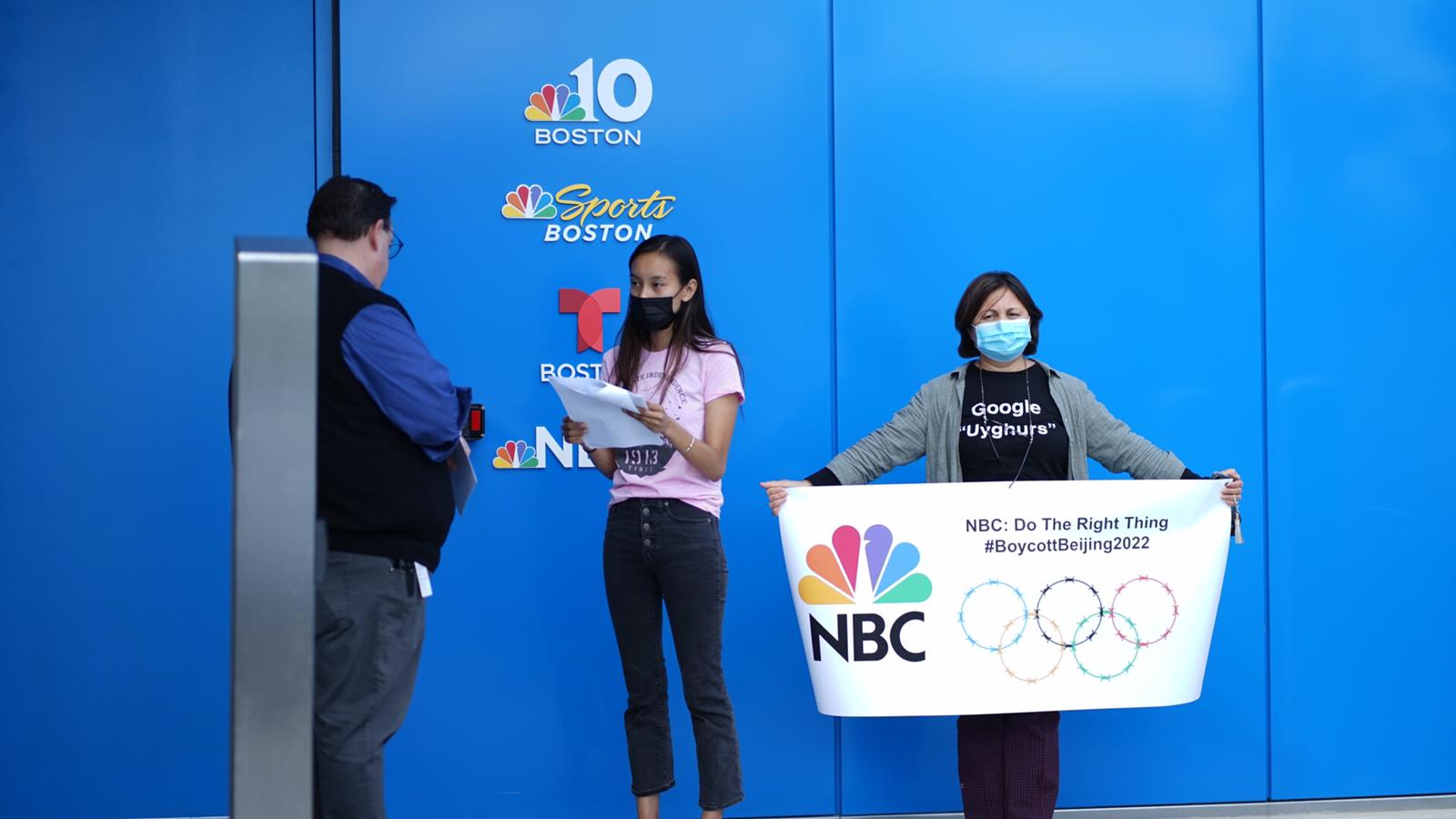 Campaigners protesting about China hosting next year's Winter Olympic and Paralympic Games presented a letter to NBC in Boston ©International Tibet Network