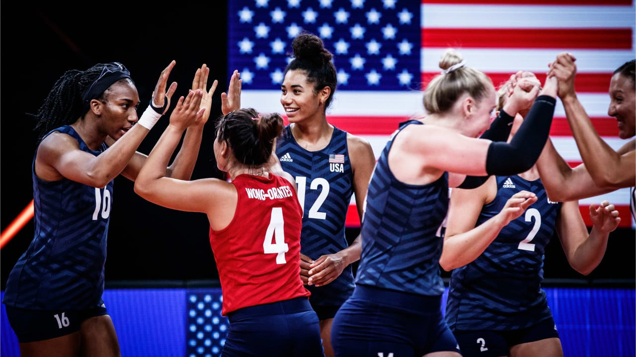 The United States celebrate winning their third consecutive women's Volleyball Nations League title after beating Brazil 3-1 in the final in Rimini ©Volleyball World