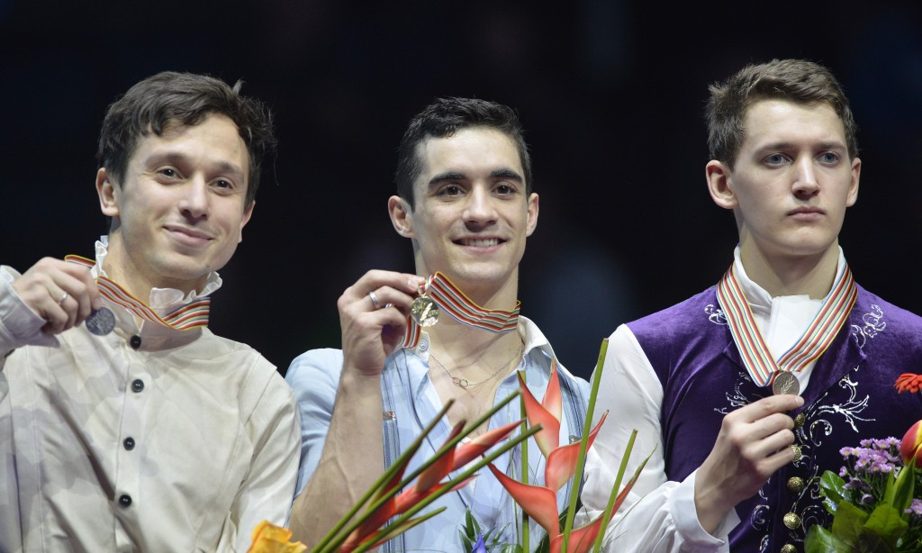 Fernandez becomes only second man to break 300 point barrier as wins fourth consecutive European skating title