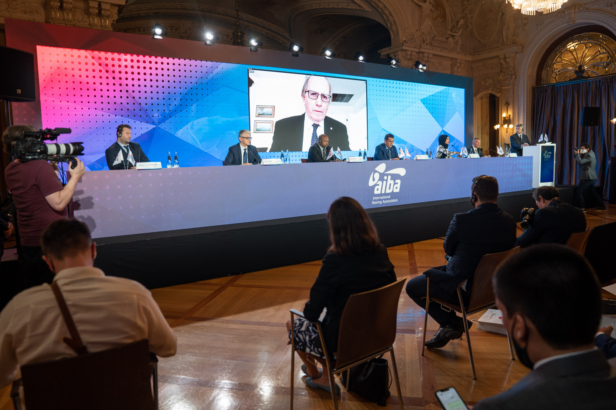 Richard McLaren, tasked with leading an investigation into judging in boxing, appeared at a press conference in Lausanne via video link ©AIBA