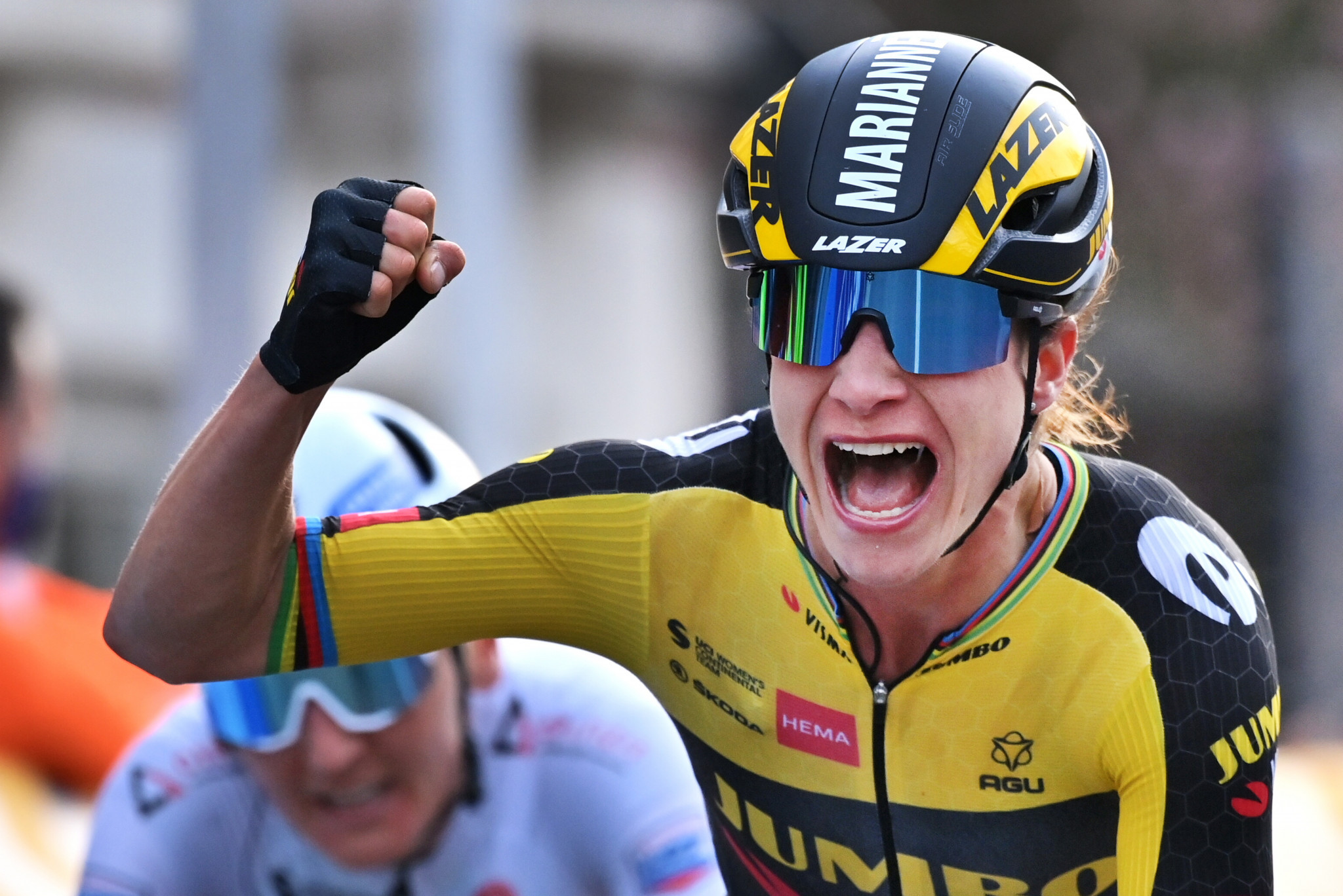 Vos wins from breakaway on third stage of Giro Donne