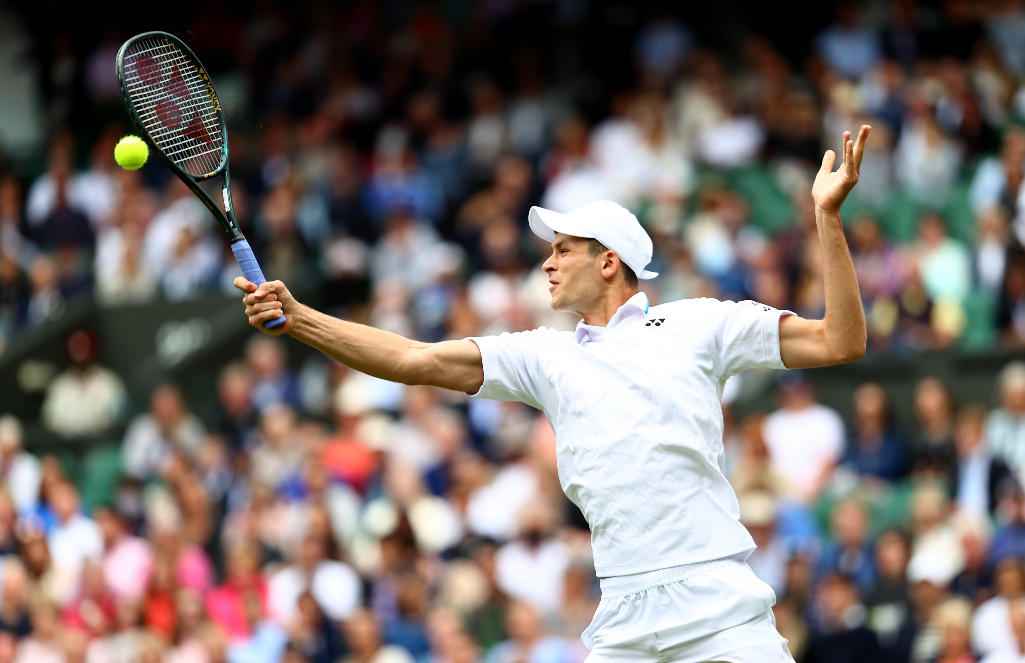 Federer crashes out as top seed Djokovic cruises through in Wimbledon men's singles quarter-finals