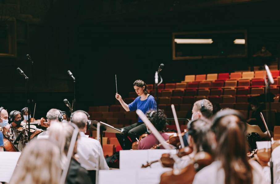 Renowned conductor Chloé Dufresne will lead the performance of the music ©Paris 2024