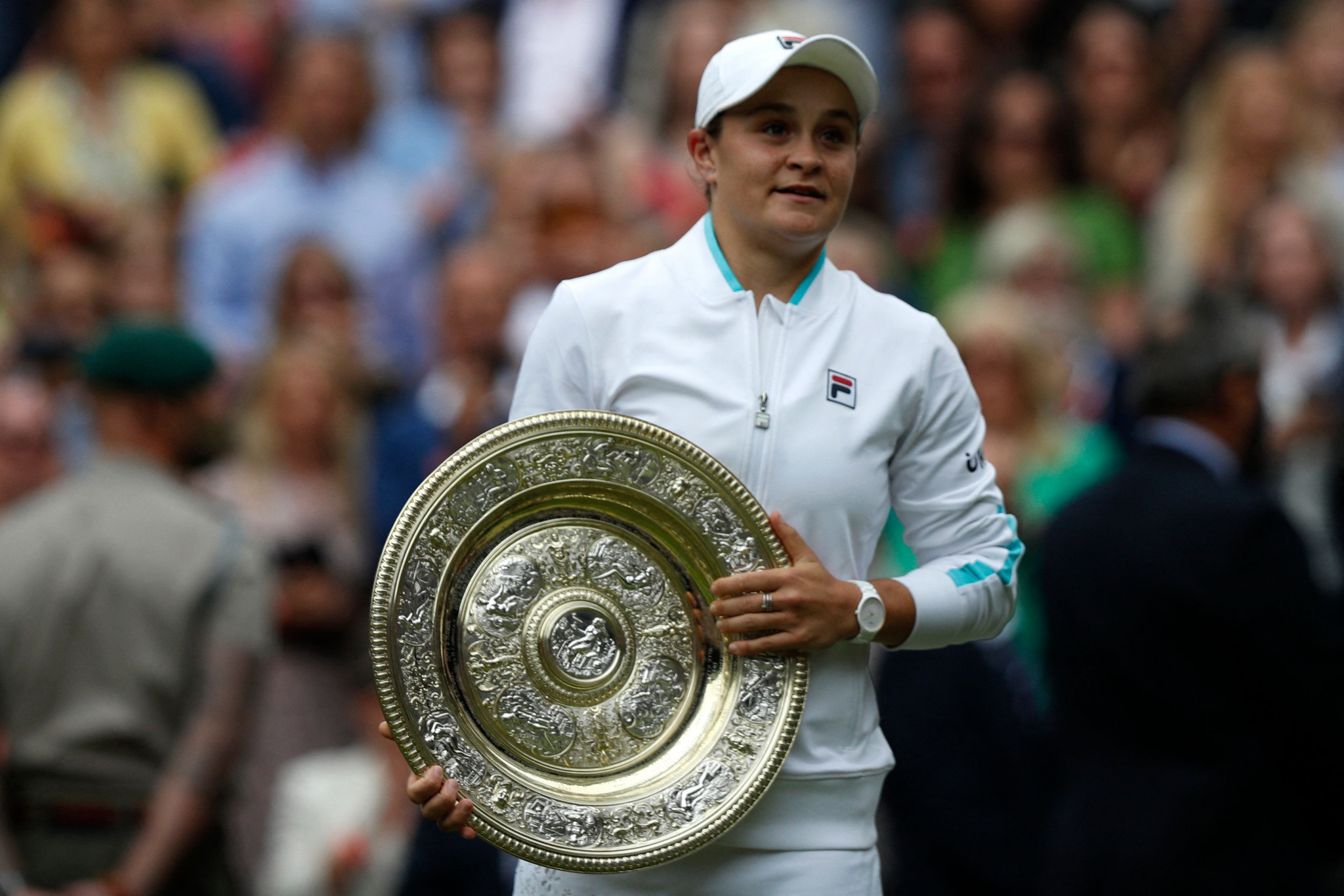 Barty wins first Wimbledon title with three-set victory over Plíšková