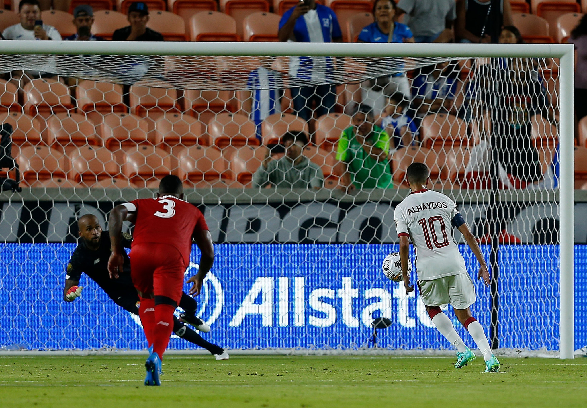 Qatar played out a thrilling 3-3 draw with Panama  as they made their debut as guests in the CONCACAF Gold Cup in Houston ©Getty Images