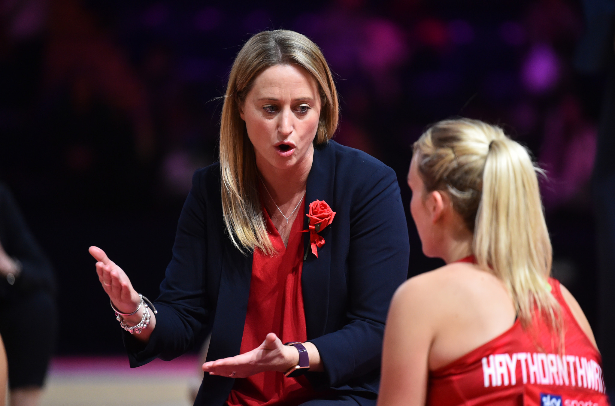 Jess Thirlby giving instructions to Natalie Panagarry during a Vitality Netball Nations Cup 2020 match between England and New Zealand ©Getty Images