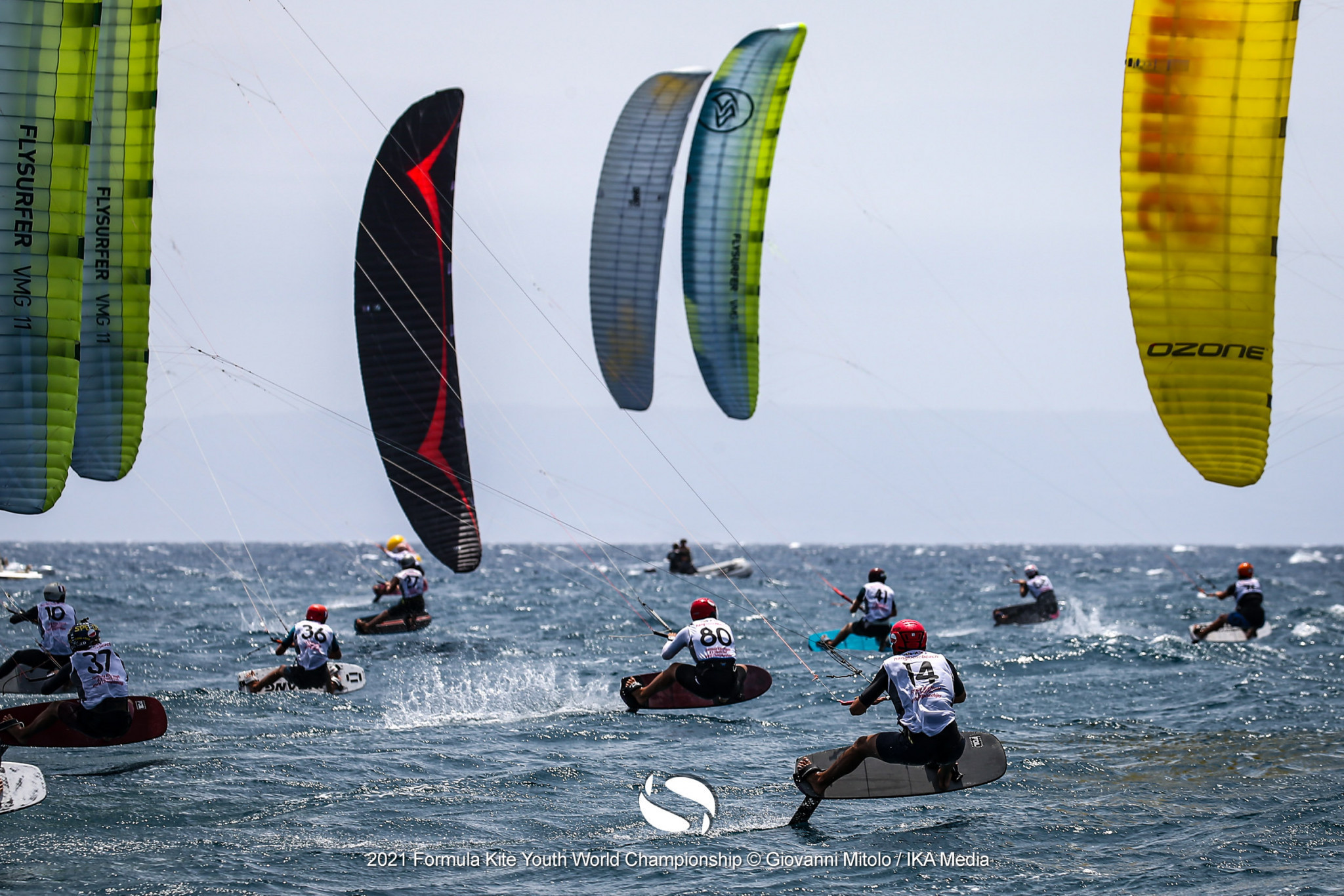 Julia Damasiewicz and Maximilian Maeder have maintained their dominant starts to the Formula Kite Under-19 World Championships at Gizzeria in southern Italy ©IKA Media/Giovanni Mitolo