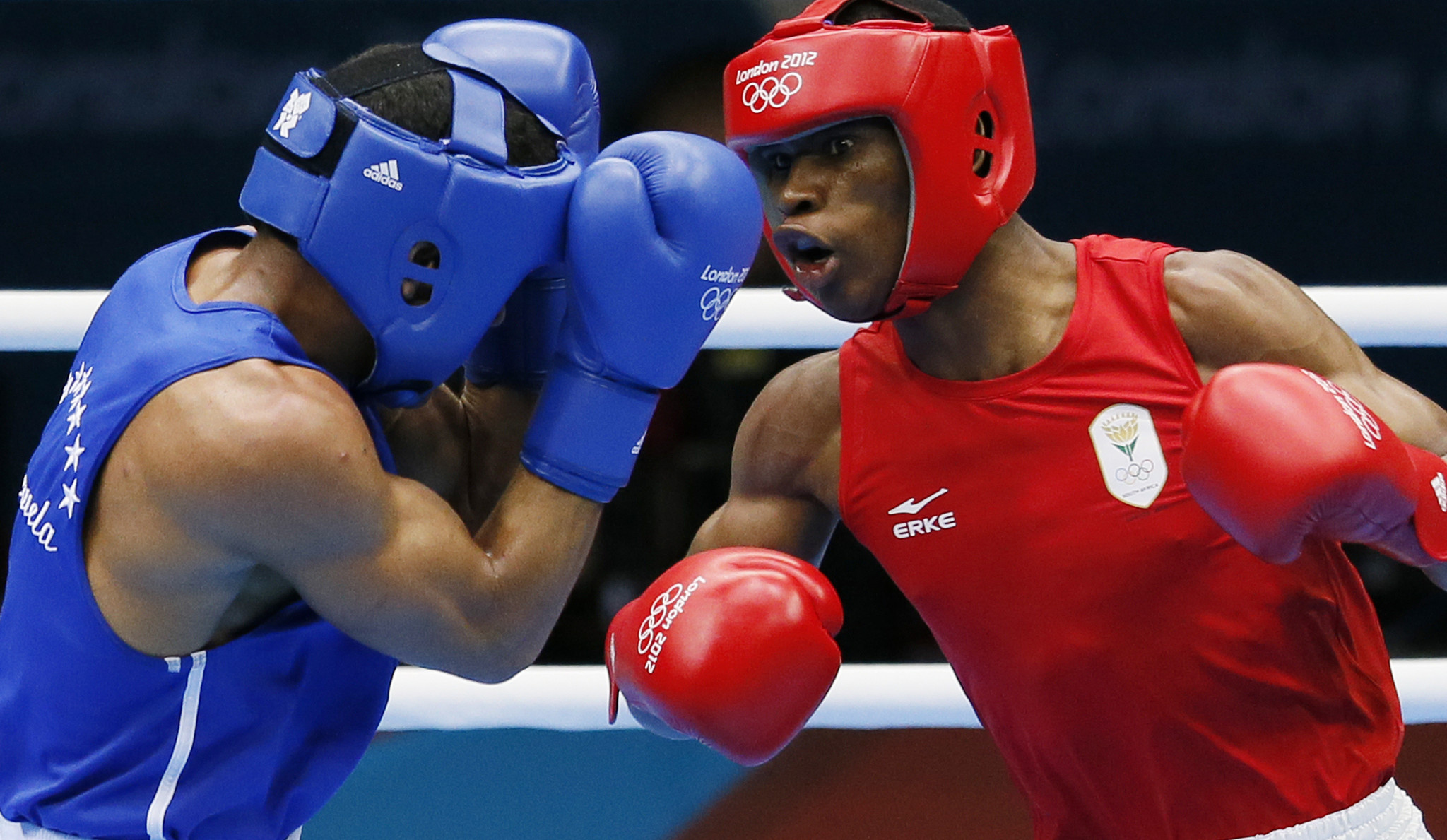 Siphiwe Lusizi, right, boxes for South Africa at London 2012 when the country last appeared at the Olympic Games ©Getty Images