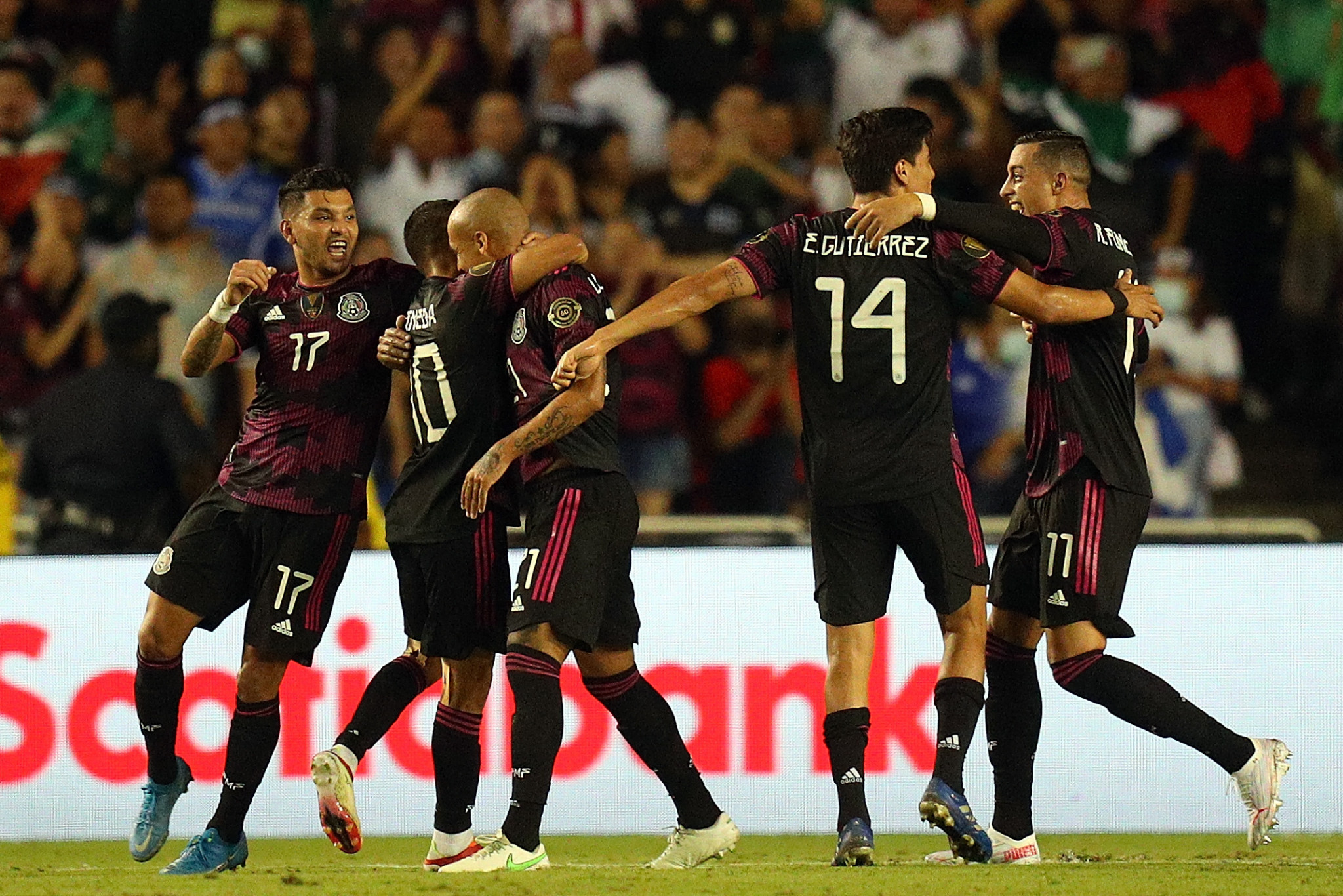 Mexico advance to Gold Cup quarter-finals
