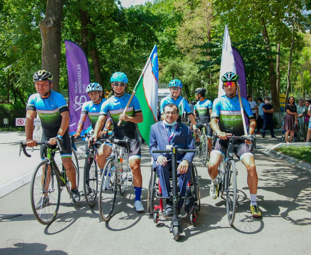 Majid Rashed met Uzbekistani Para cyclists during the three-country tour ©APC