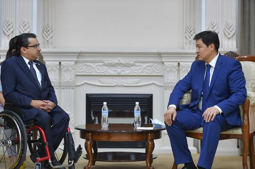Majid Rashed, left, met chairman of the Cabinet of Ministers Ulukbek Maripov in Kyrgyzstan ©APC