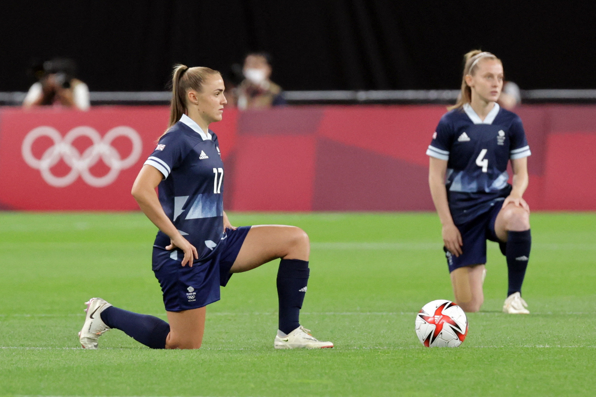 Women's footballers take the knee at Tokyo 2020 after relaxation of Rule 50