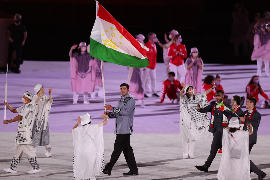 Tajikistan's flagbearer Tafur Rakhimov was among those not wearing masks during the Opening Ceremony at Tokyo 2020 ©Getty Images