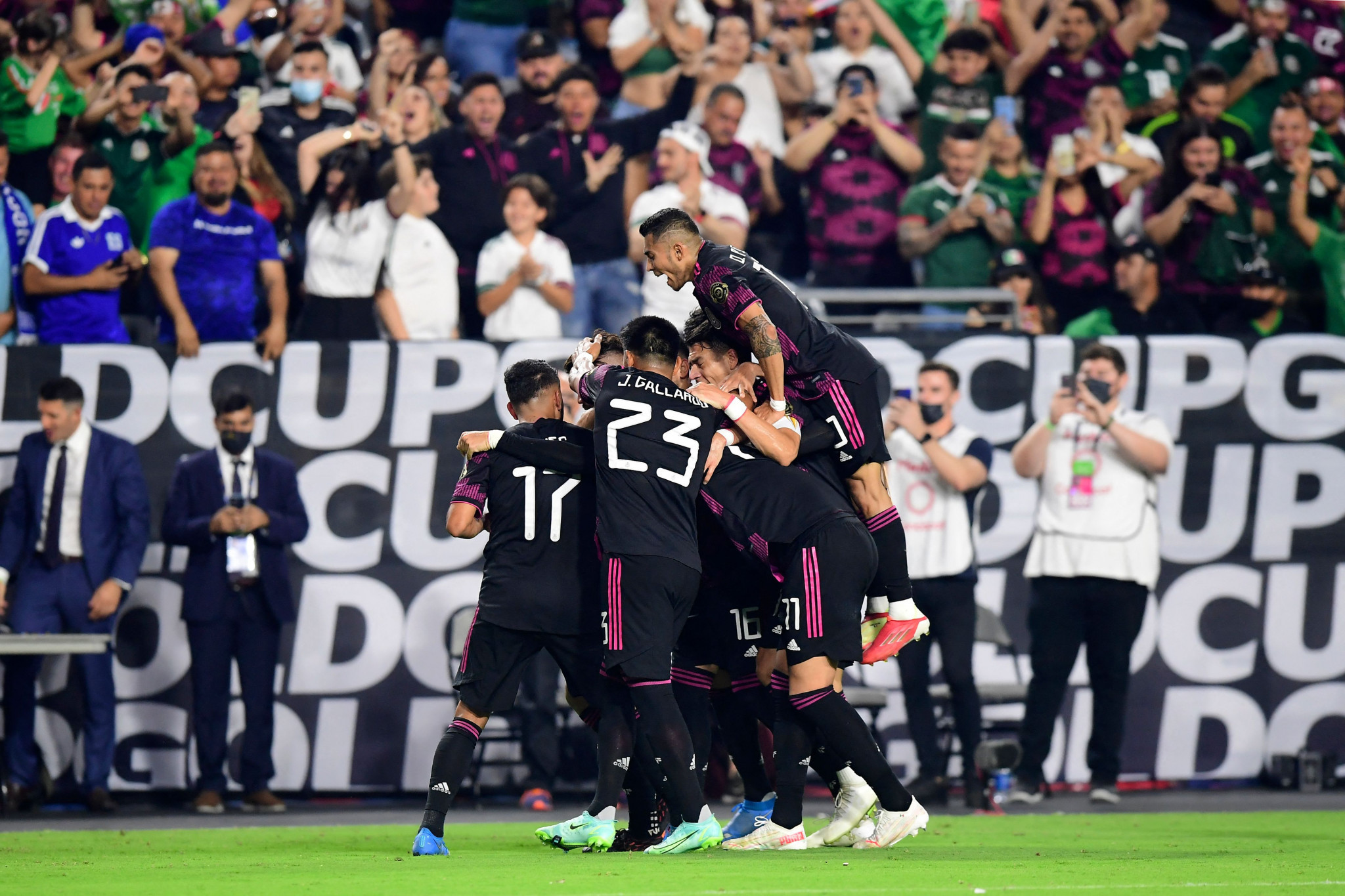 Mexico beat Honduras 3-0 to make the last four ©Getty Images