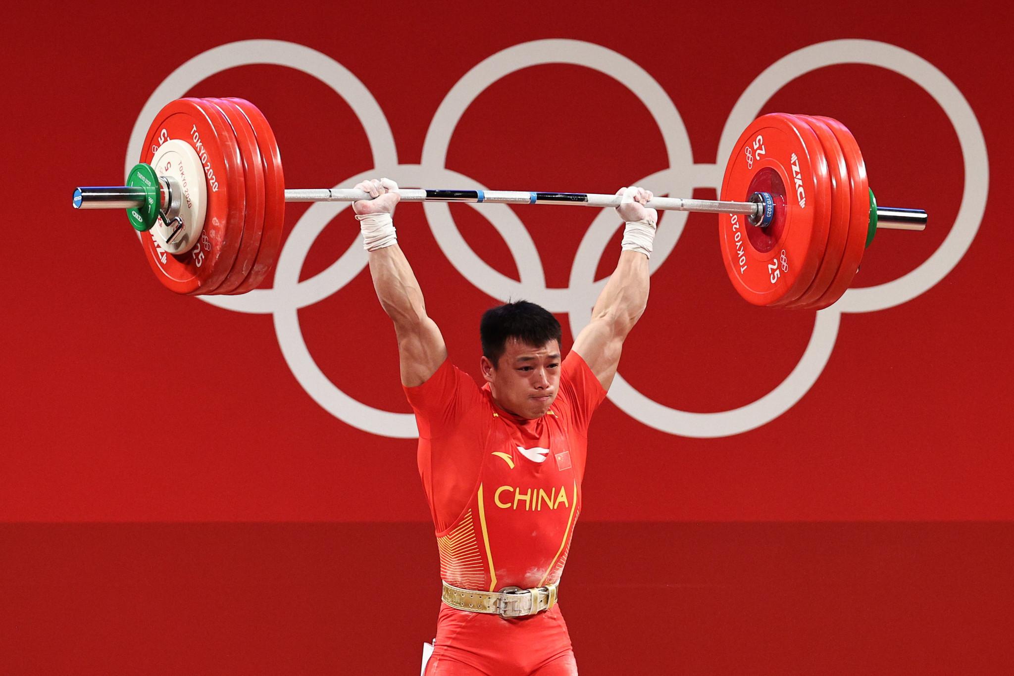 Sen Liju vince l'oro nel sollevamento pesi maschile da 67 kg alle Olimpiadi di Tokyo 2020 © Getty Images