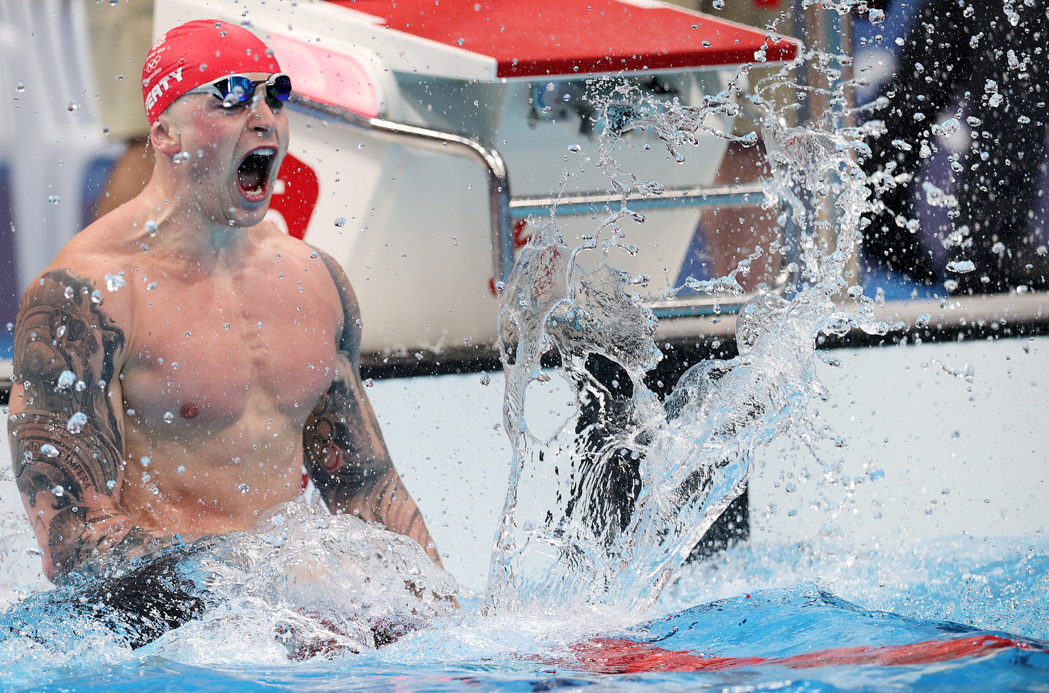 Adam Peaty celebrates after securing Britain's first Olympic gold medal at Tokyo 2020 ©Getty Images