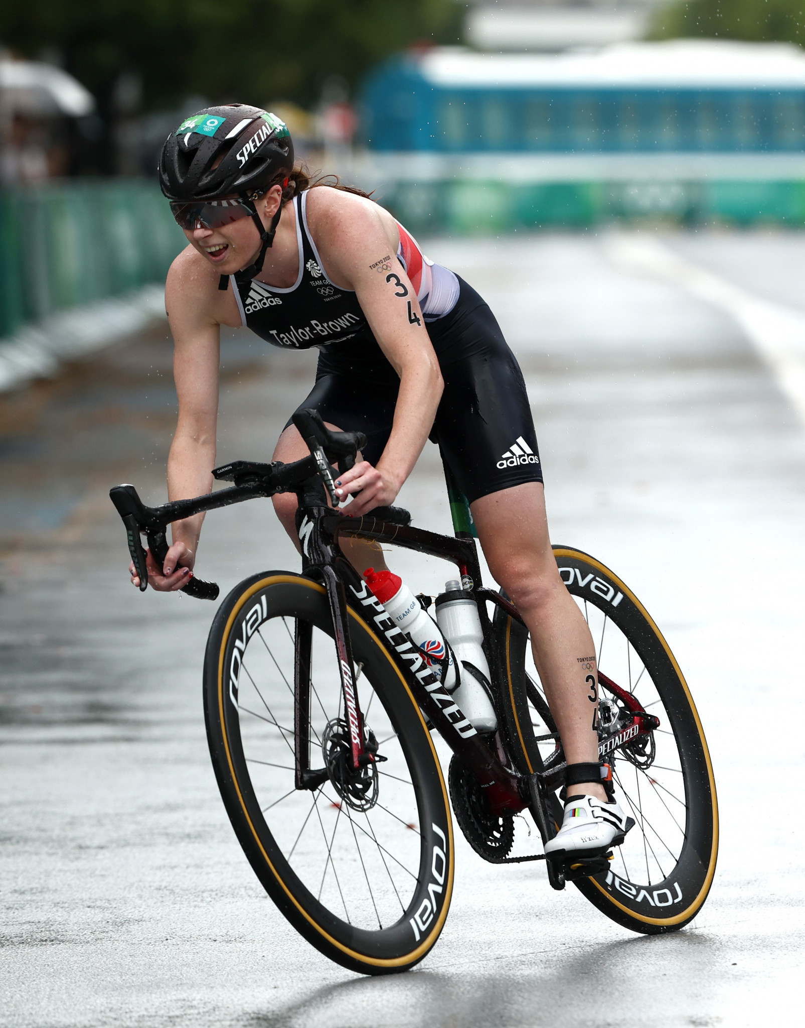 Britain's Georgia Taylor-Brown lost valuable time at the end of the cycle leg after suffering a late puncture but produced an astonishing recovery on the run to take the silver medal ©Getty Images