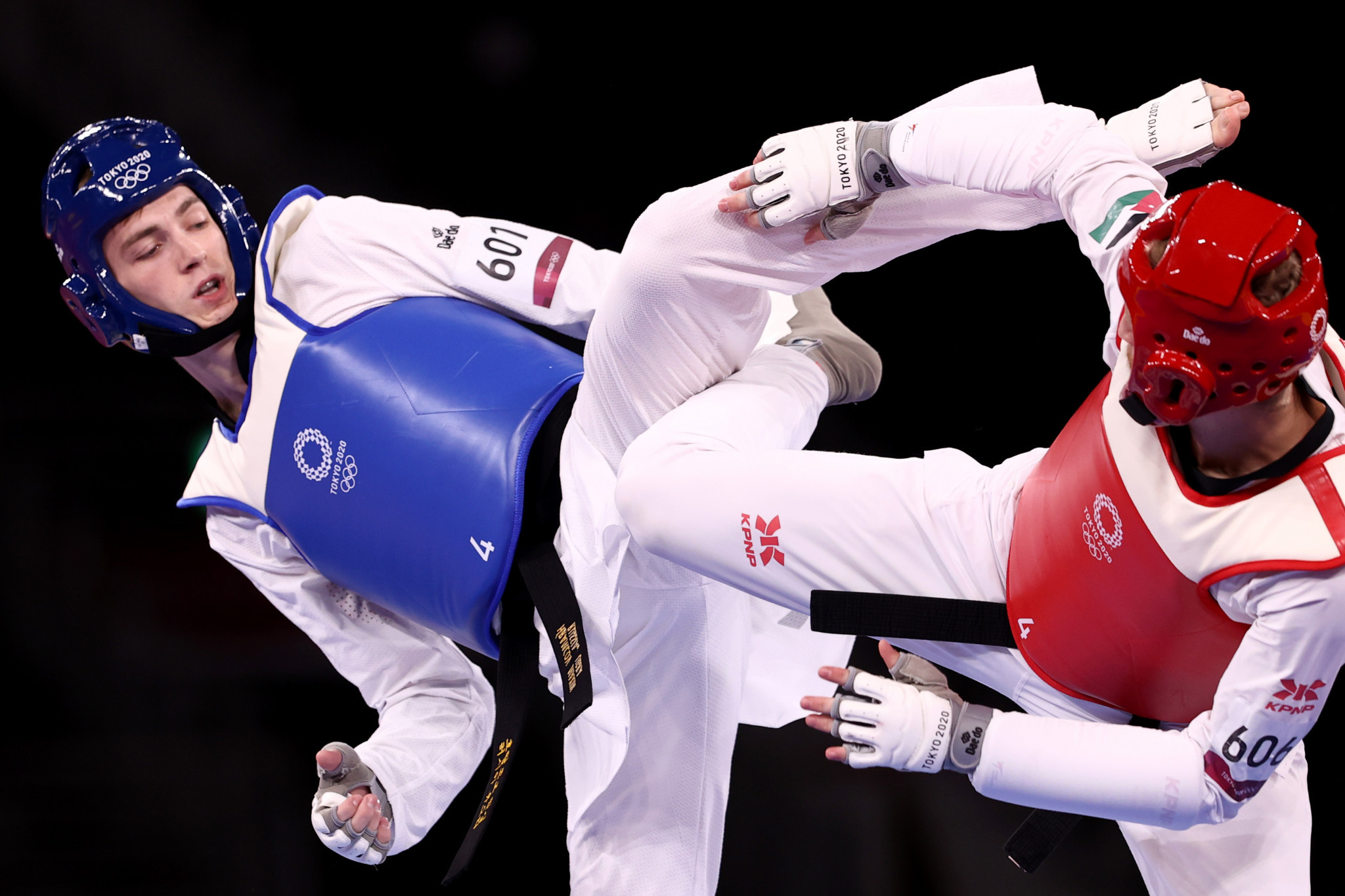 Maksim Khramtcov, left, defeated Jordanian Saleh El Sharabaty in the gold-medal contest at Tokyo 2020 ©Getty Images