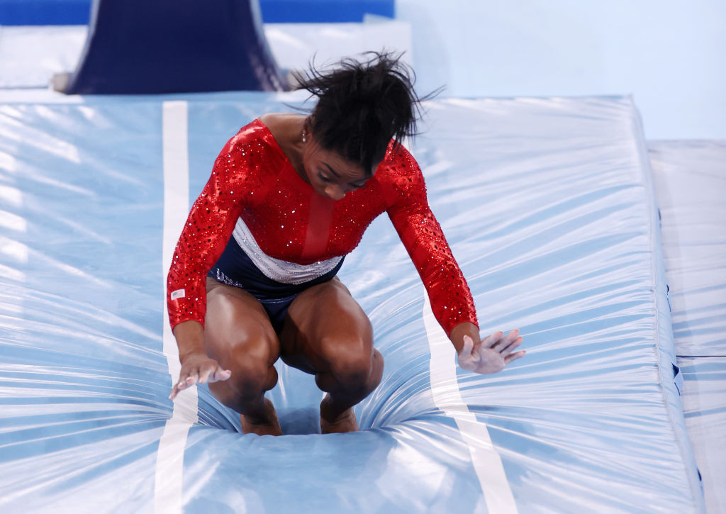 The 24-year-old star pulled out of the team final after her first vault ©Getty Images