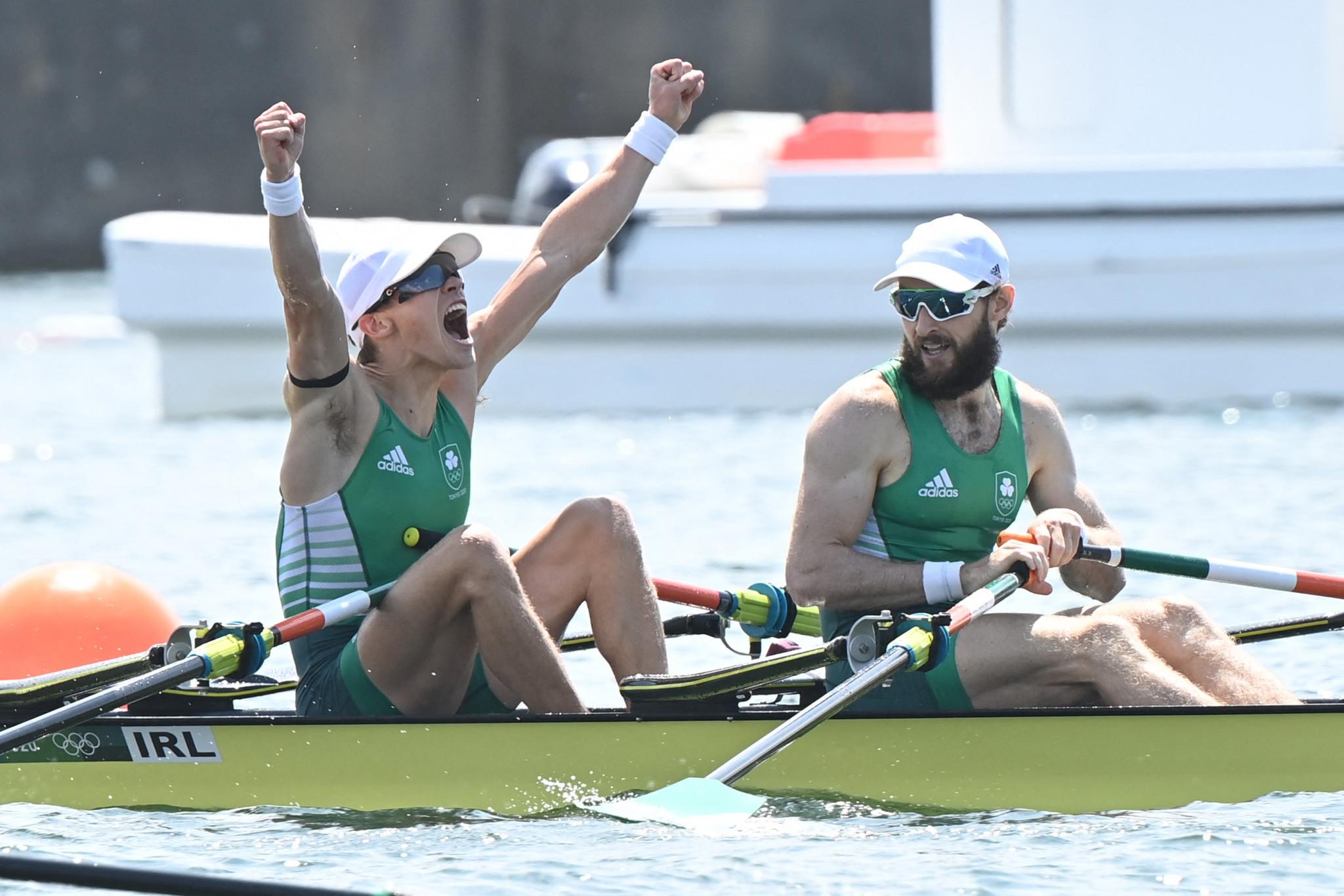 Findon McCarthy e Paul O'Donoghue celebrano la prima medaglia d'oro olimpica d'Irlanda nel canottaggio nei pesi leggeri doppi maschili © Getty Images