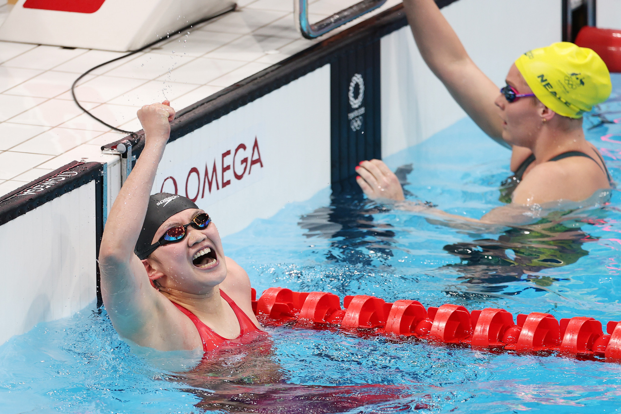 China hold off United States to win Tokyo 2020 women's 4x200m freestyle in world record