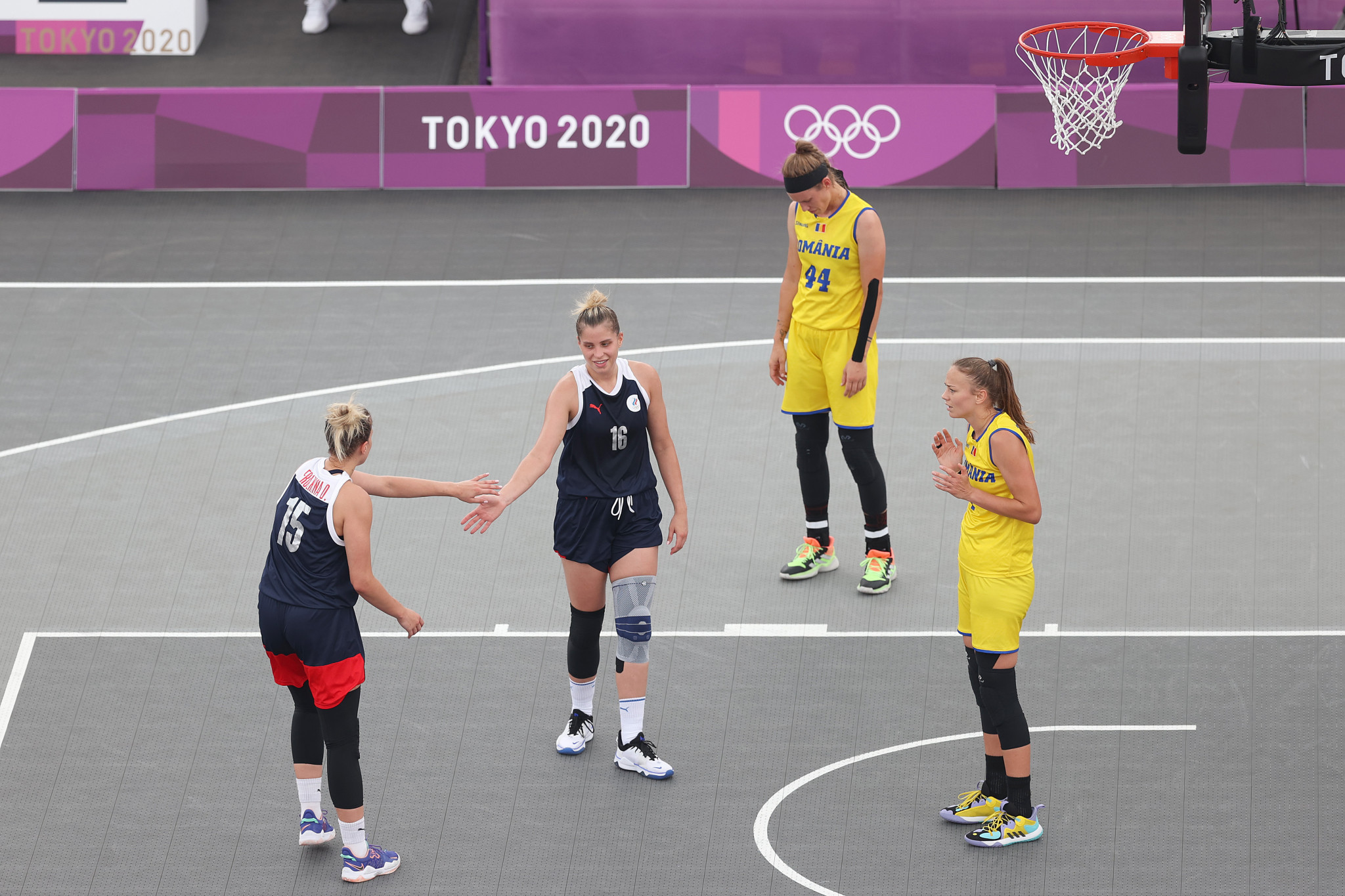 Twin sisters Evgeniia and Olga Frolkina, in blue, in action during the Tokyo 2020 3x3 basketball competition ©Getty Images