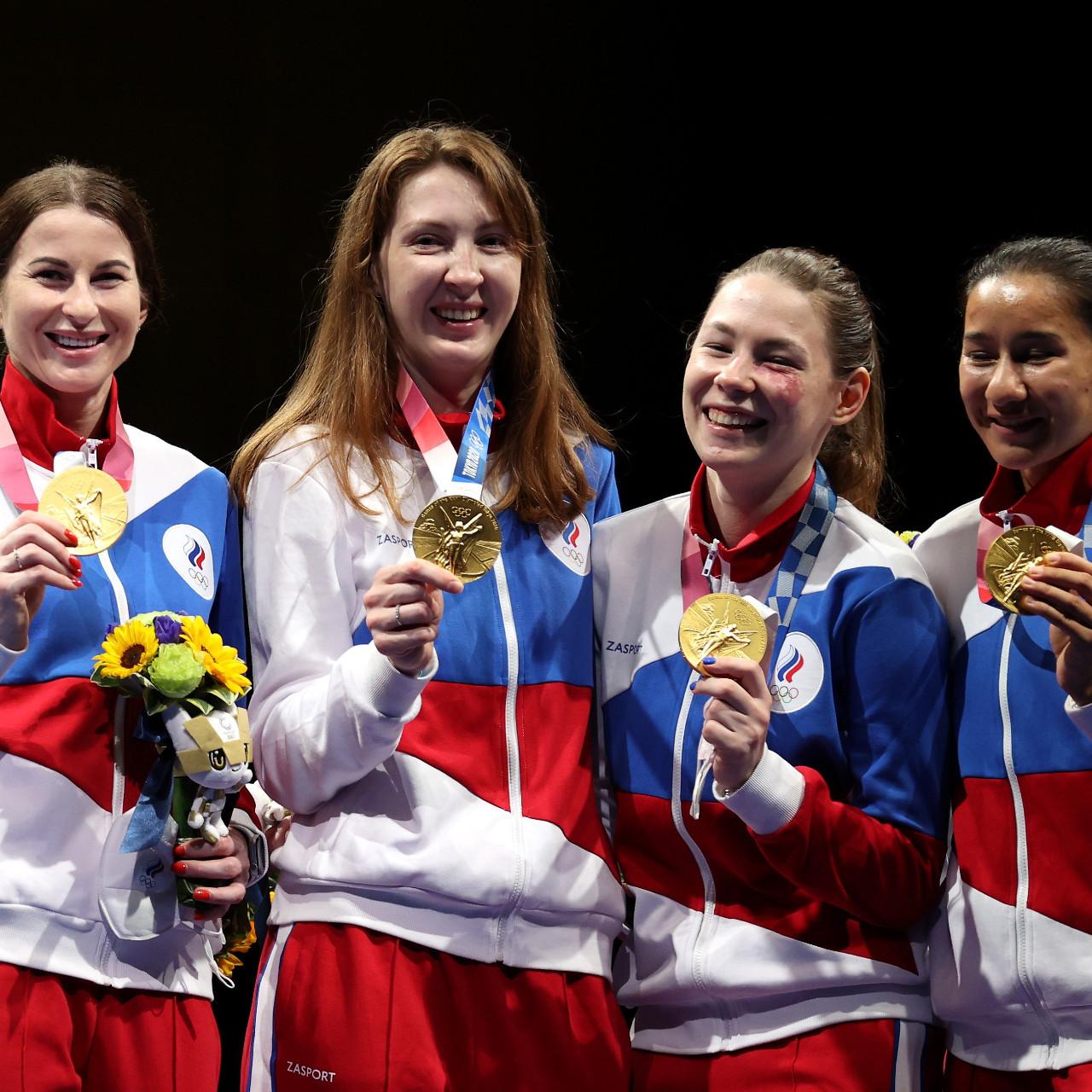 Women's foil fencing team