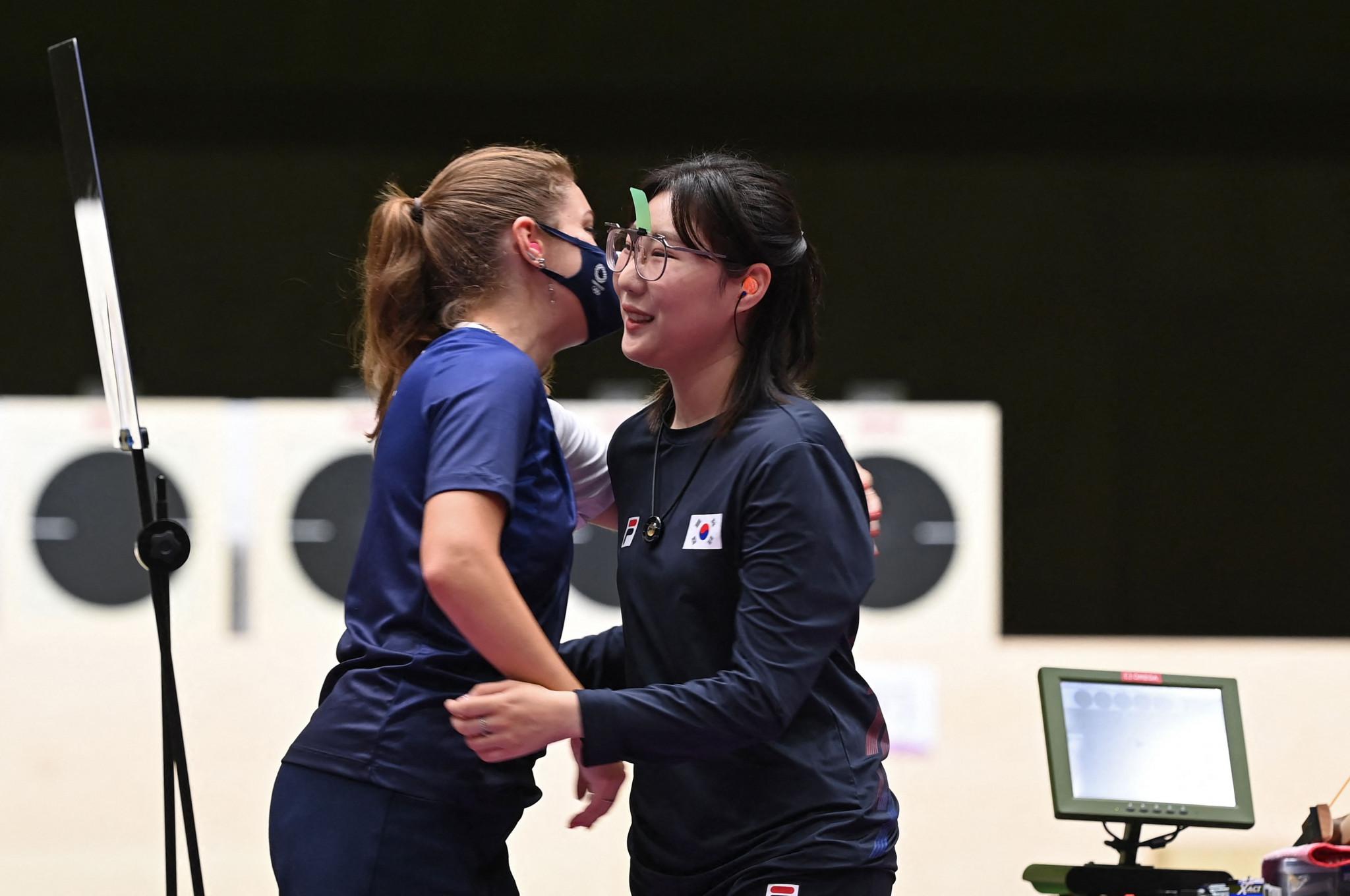 Vitalina Batsarashkina, left, and Kim Minjung both set Olympic records before the ROC athlete won a shoot-off ©Getty Images