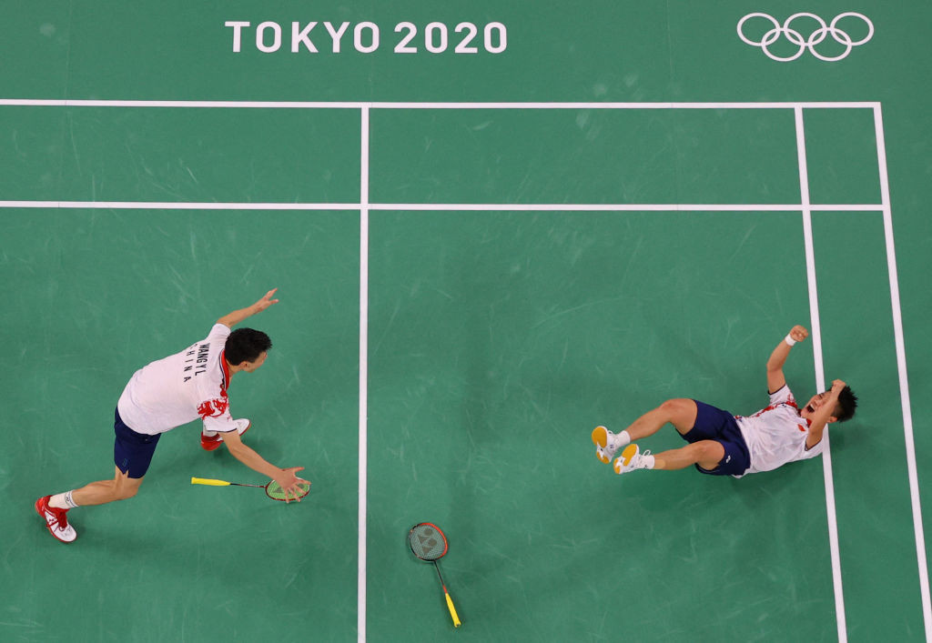 Wang and Huang win all-Chinese final to seal mixed doubles badminton gold at Tokyo 2020