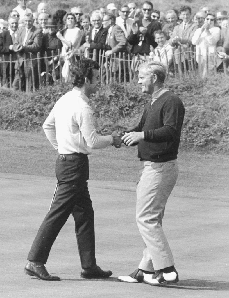 Tony Jacklin and Jack Nicklaus shake hands on the 18th green at Royal Birkdale after the American took the decision to concede the putt the Briton required to earn a historic draw in the Ryder Cup ©Getty Images
