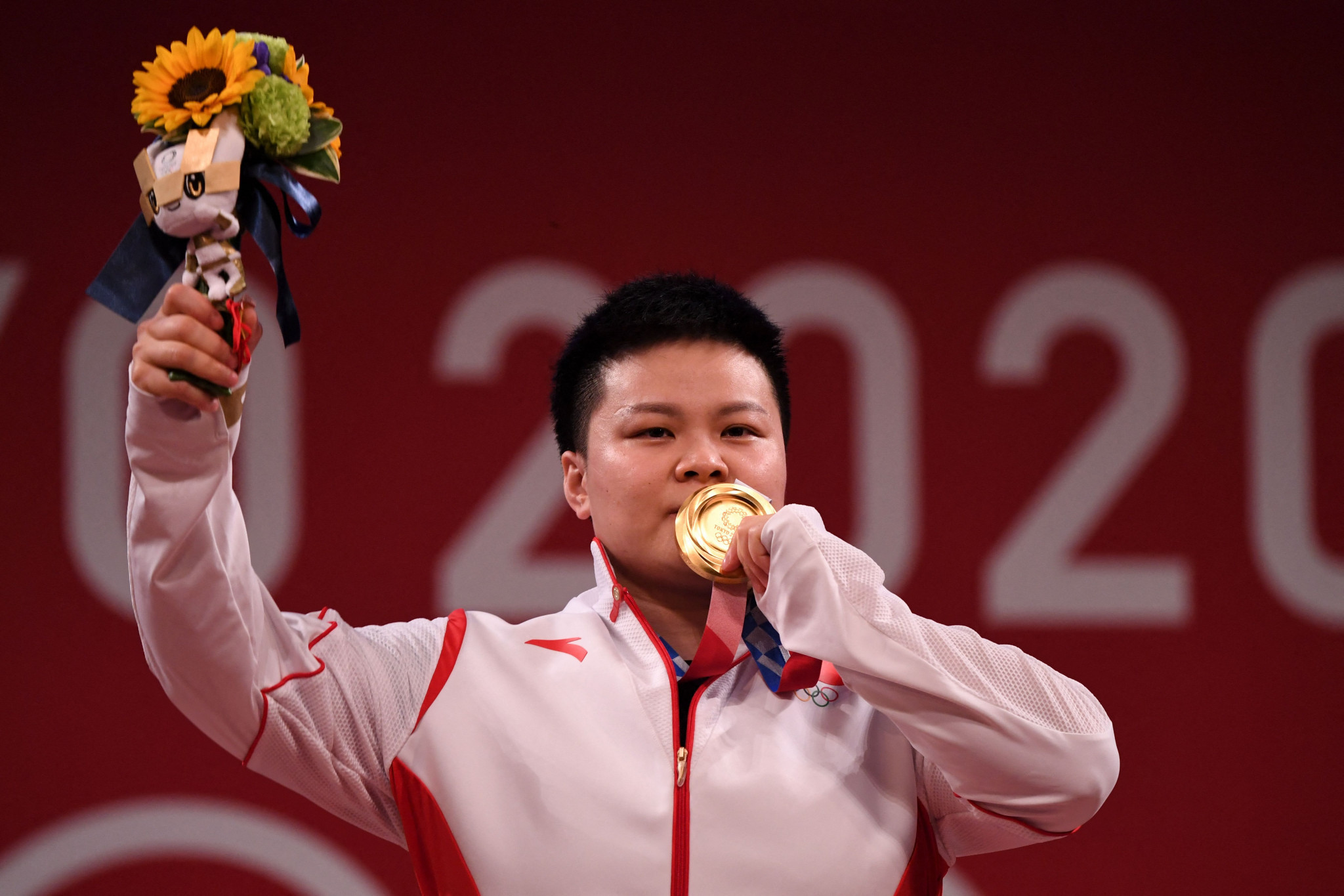 All-time record weightlifting haul for China - and another Olympic medal for Ecuador