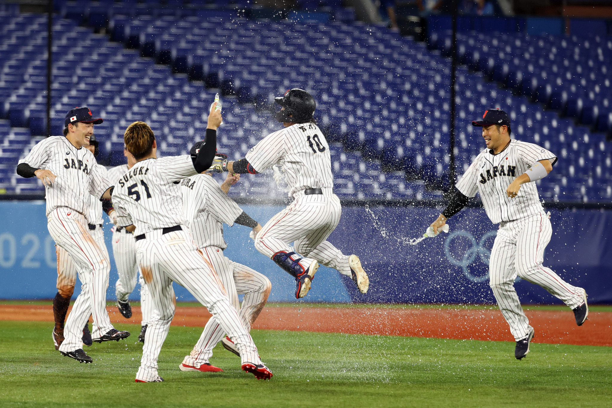 Japan staged a stirring comeback to beat the United States and reach the first baseball semi-final, rallying in the bottom of the ninth to take the game to extra innings and then winning when Takuya Kai drove in a run in the 10th ©Getty Images