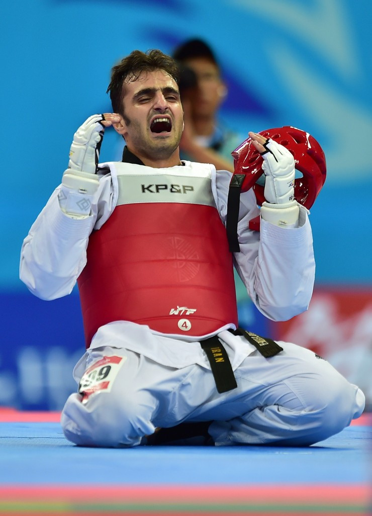 Masoud Hajizavareh celebrates winning the gold medal at the Incheon 2014 Asian Games ©AFP/Getty Images