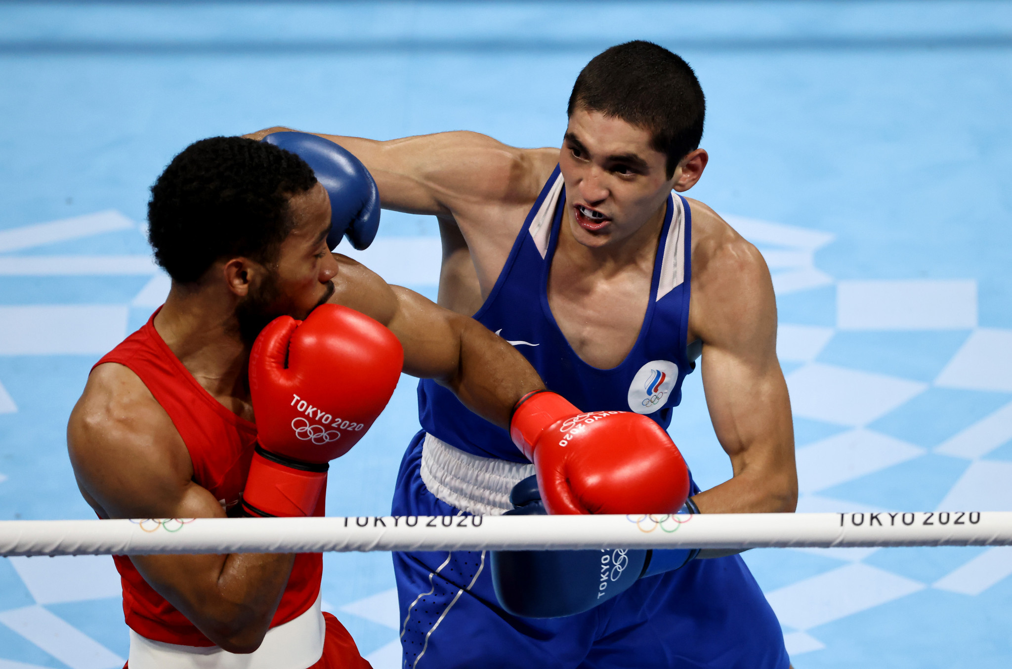 Albert Batyrgaziev, in blue, was awarded the first two rounds by four of the five judges, and declared winner of his Olympic final on three cards ©Getty Images