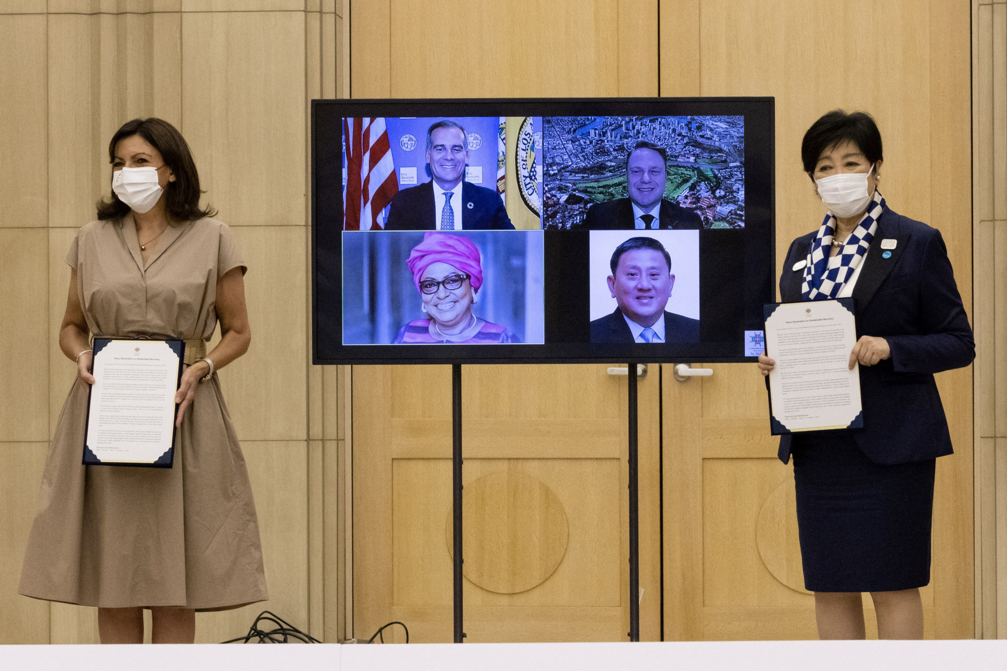 Mayor of Paris Anne Hidalgo and Tokyo Governor Yuriko Koike have made a joint declaration on strengthening relations between the two cities ©Getty Images