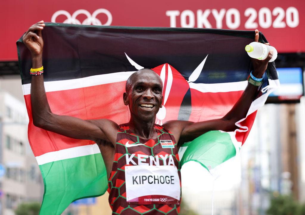 Kenya's masterful Kipchoge retains men's Olympic marathon title in runaway fashion