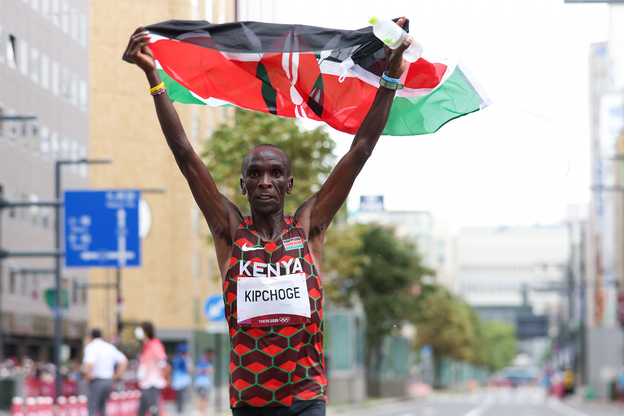 Kipchoge and Kenny retain Olympic titles on road and track on final day of Tokyo 2020