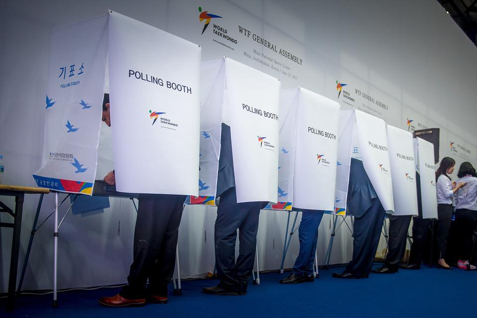 La votación se realizará en línea, no en persona, como fue el caso cuando Chungwon Choue fue reelegido por última vez en 2017 © World Taekwondo