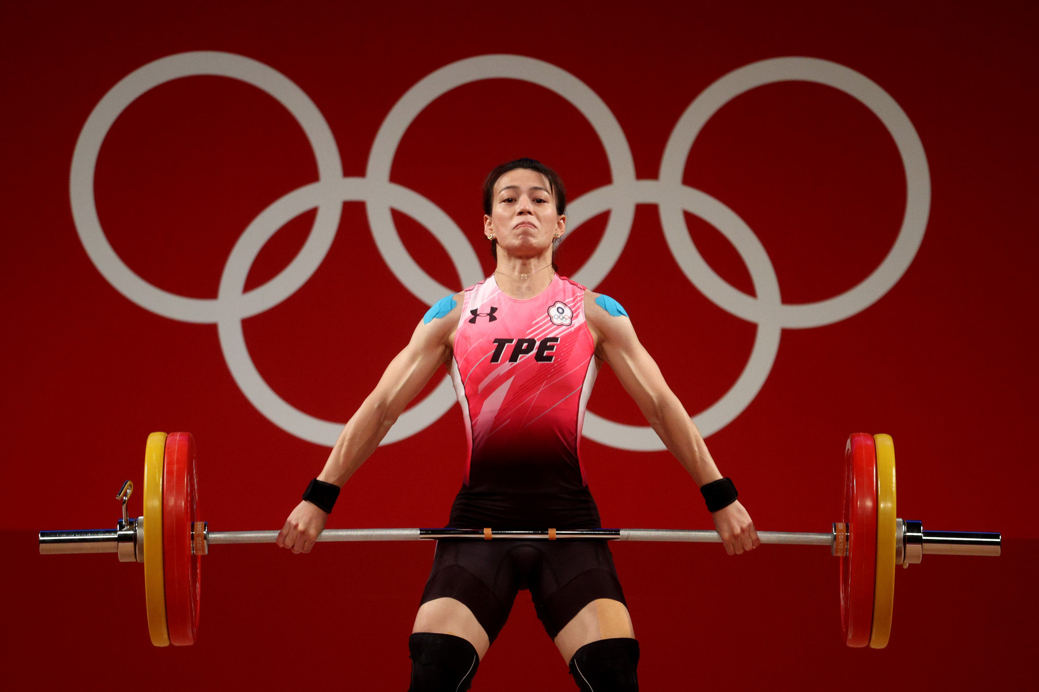 Kuo Hsing-chun donates Olympic prize money to local services