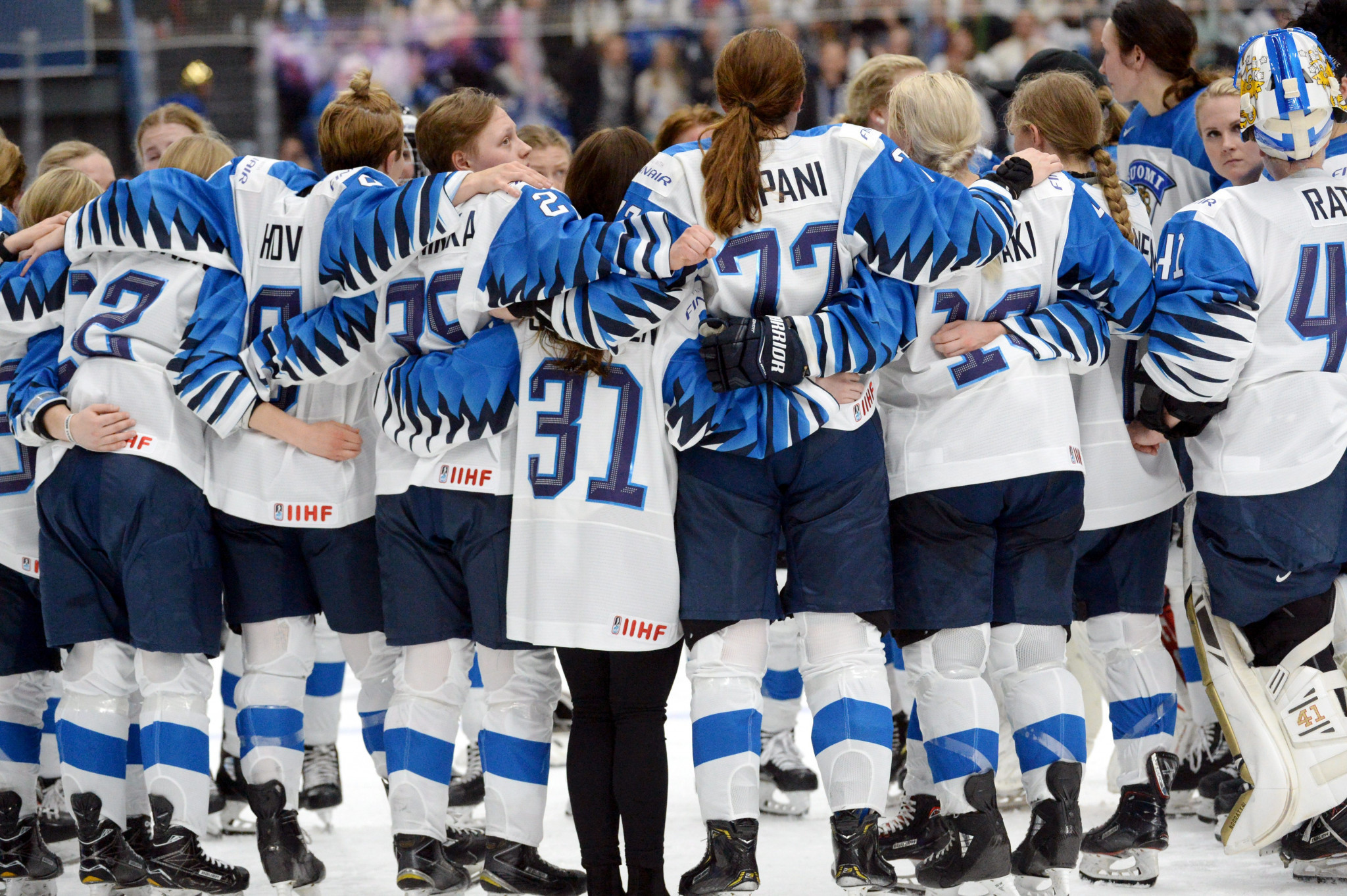 Finland move up to third in IIHF Women's World Championship group A, while Czechs top group B