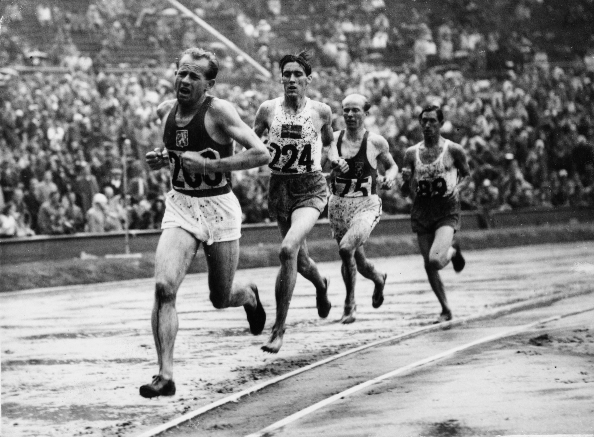Emil Zátopek, front, won a gold at London 1948, before becoming the only athlete to win the 5,000m, 10,000m and marathon triple at Helsinki 1952 ©Getty Images