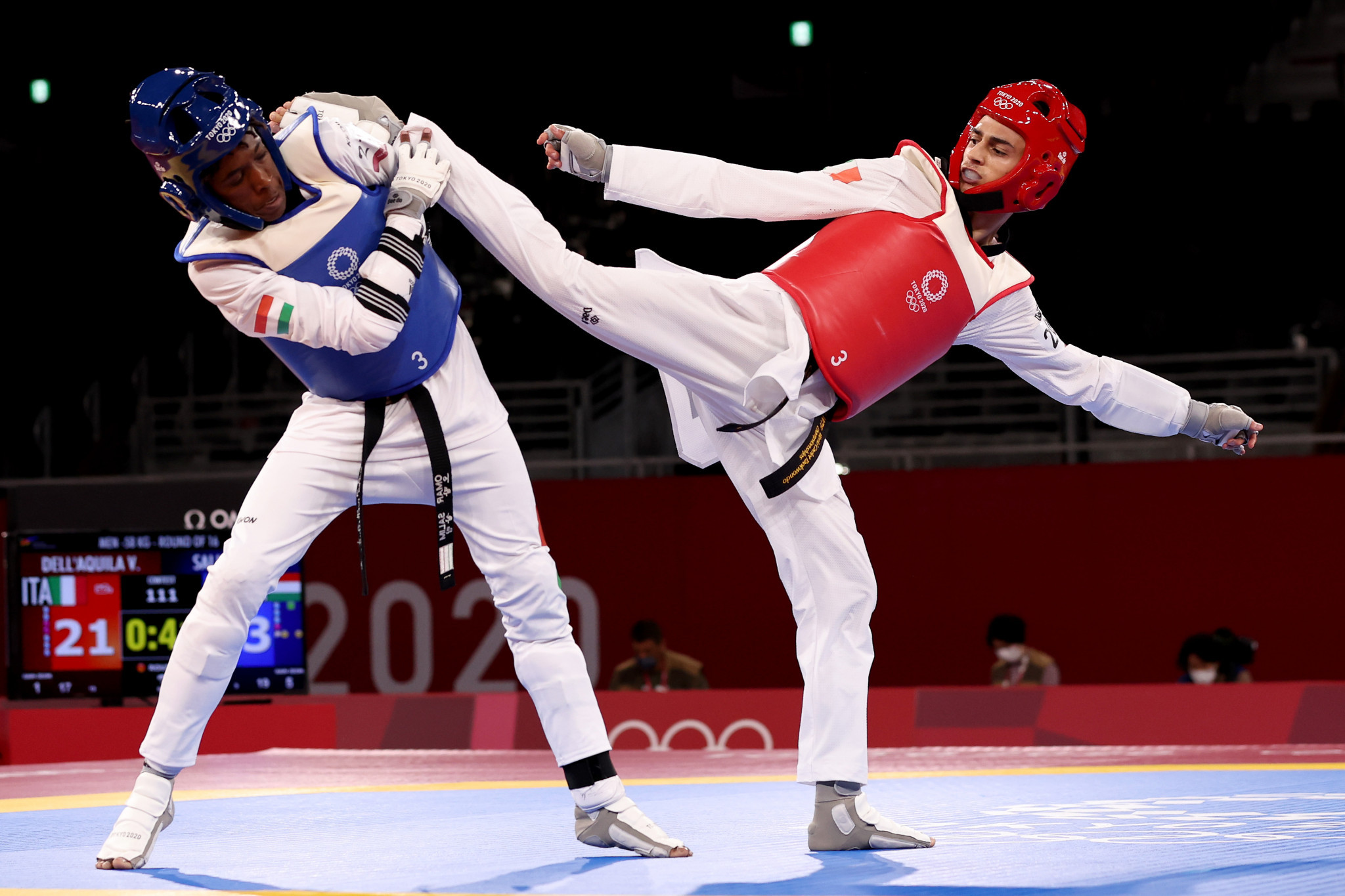 Europeans won five of the eight gold medals available at the Tokyo 2020 Olympics, including the men's flyweight title for Italy's Vito Dell'Aquila, right ©Getty Images