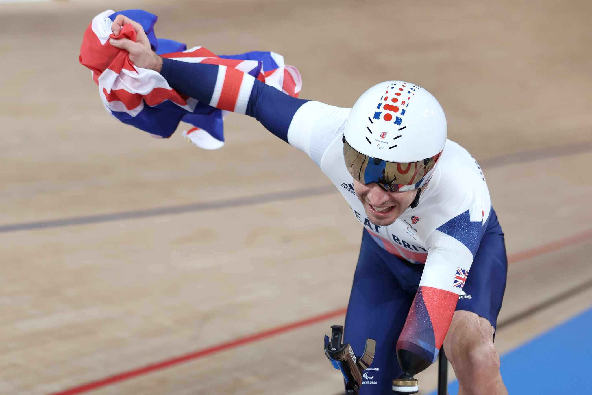 Van Gass marks Paralympic debut with time-trial gold