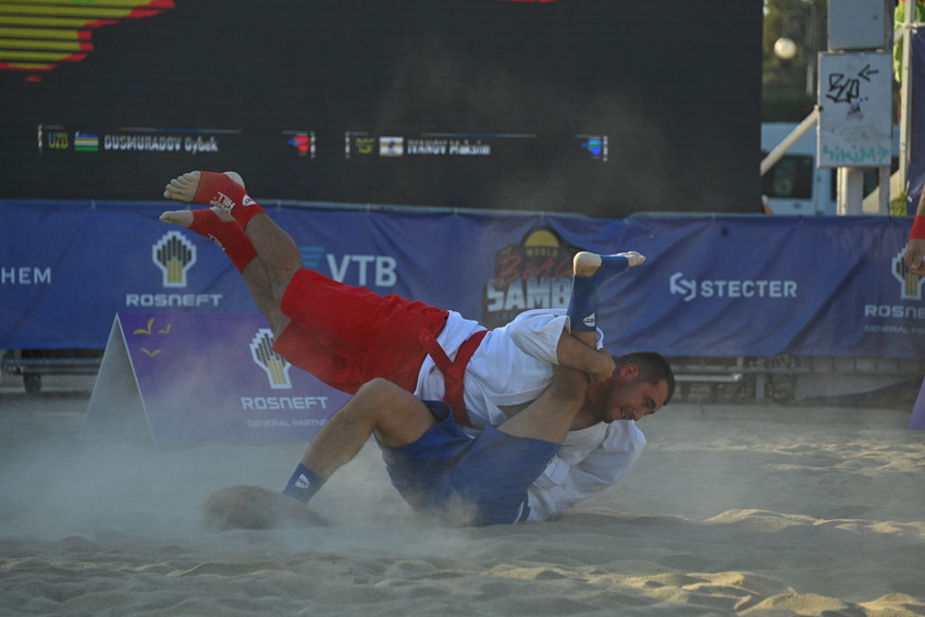 Russian Sambo Federation dominate first day of World Beach Sambo Championships