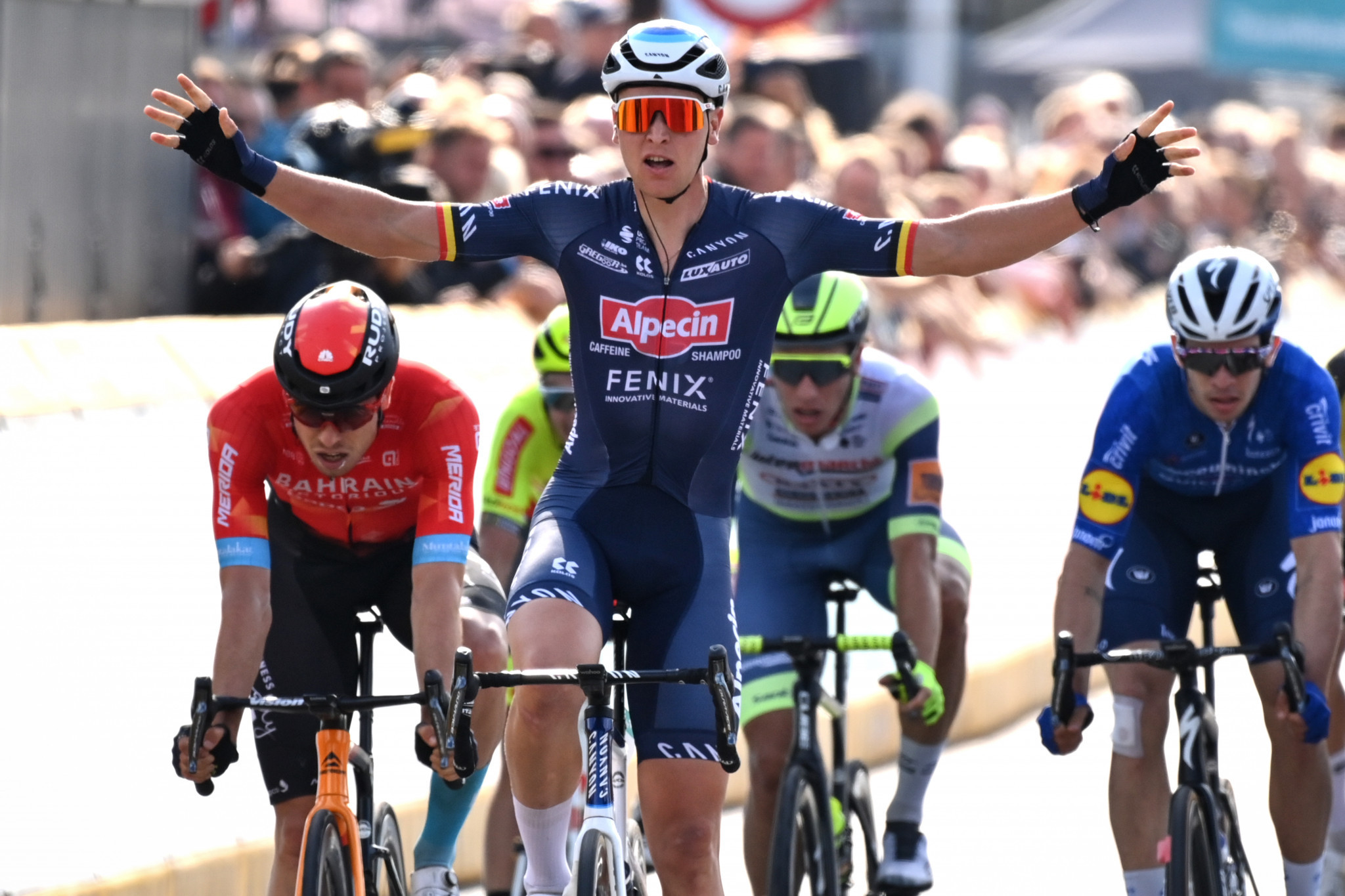 Merlier battles through strong winds to win opening stage of the Benelux Tour