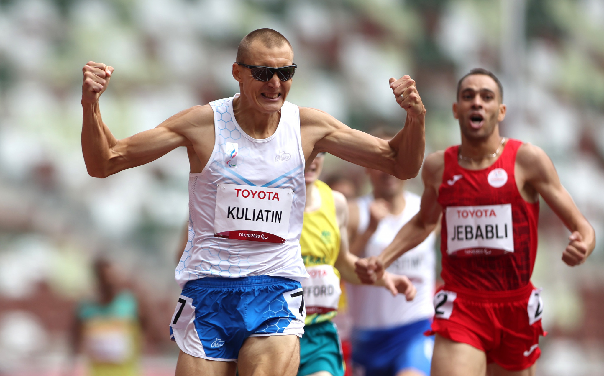 Anton Kuliatin saw off challenges from Rouay Jebabli and Jaryd Clifford to clinch gold in the men's T13 1500m ©Getty Images