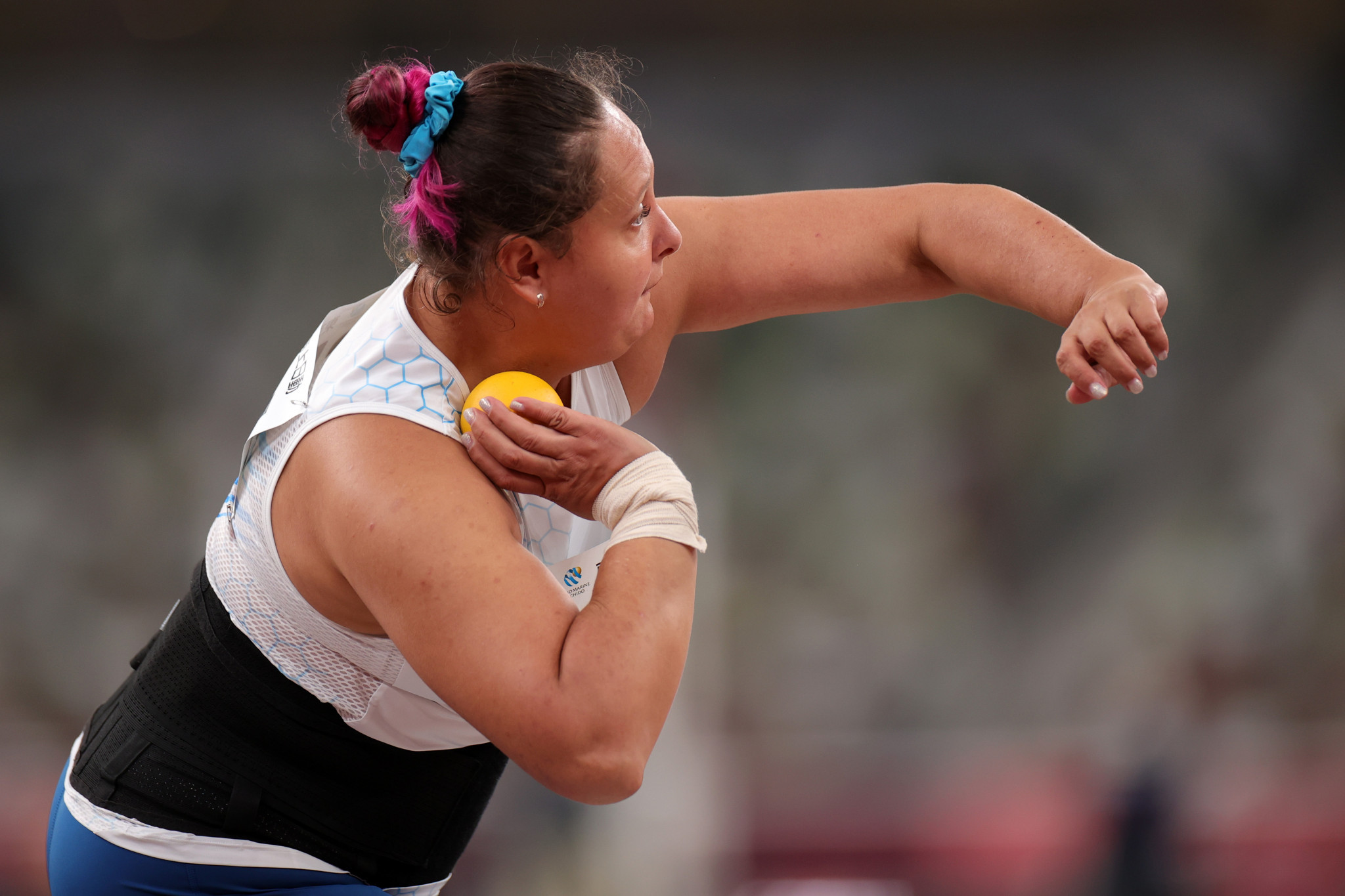 Galina Lipatnikova threw a personal best 11.03m to clinch gold in the women's F36 shot put ©Getty Images