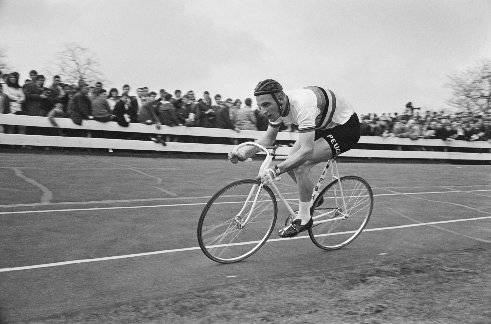 Wolverhampton's cycling ambassador Porter encourages public to take up sport prior to Birmingham 2022