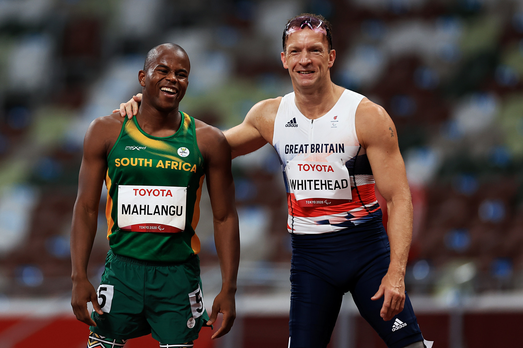 Ntando Mahlangu of South Africa, left, beat Richard Whitehead following their clash ©Getty Images